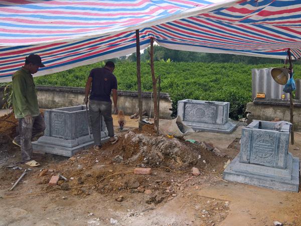 Những khó khăn của nghề làm lăng mộ đá
